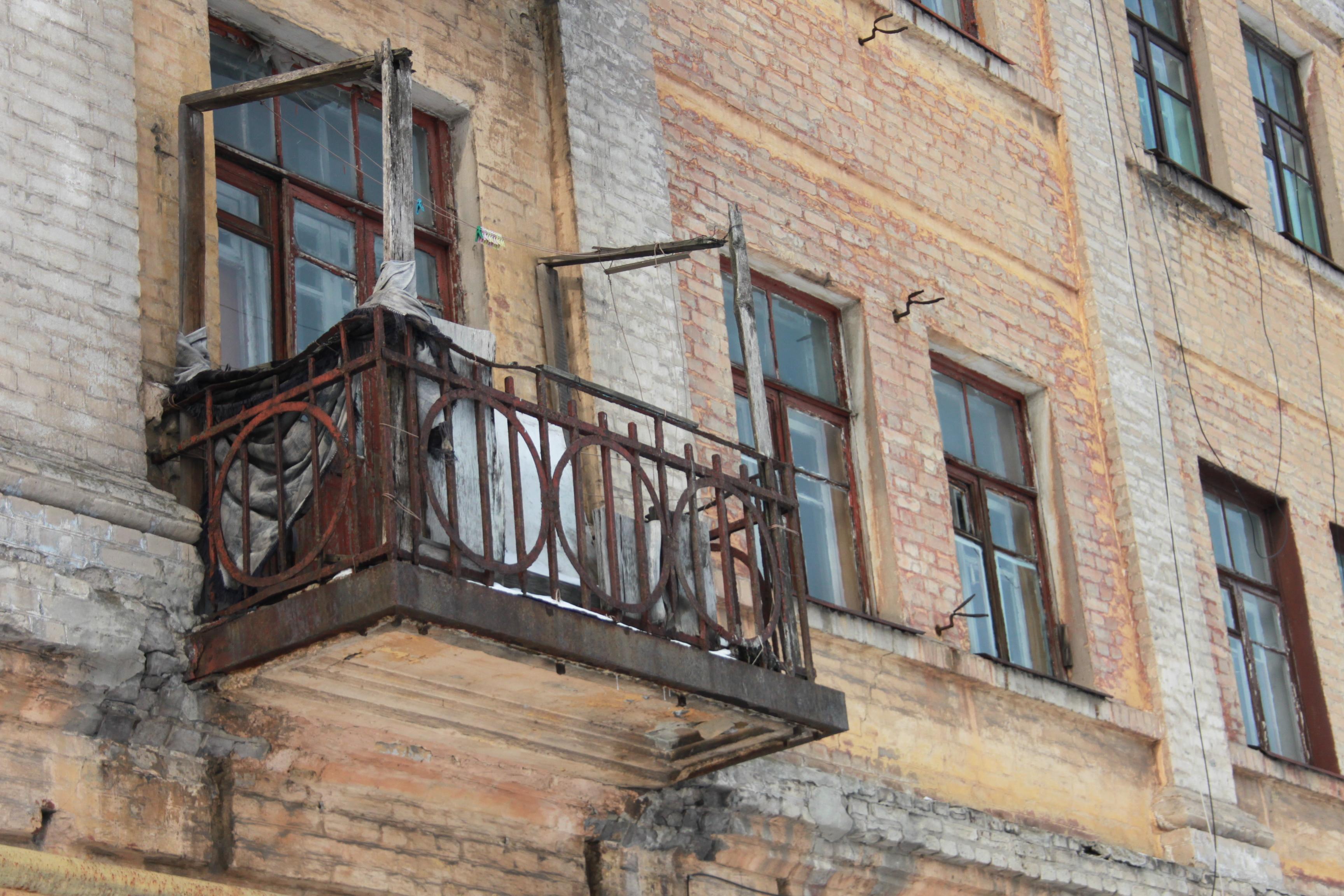 Более 700 тысяч россиян живут в аварийных домах