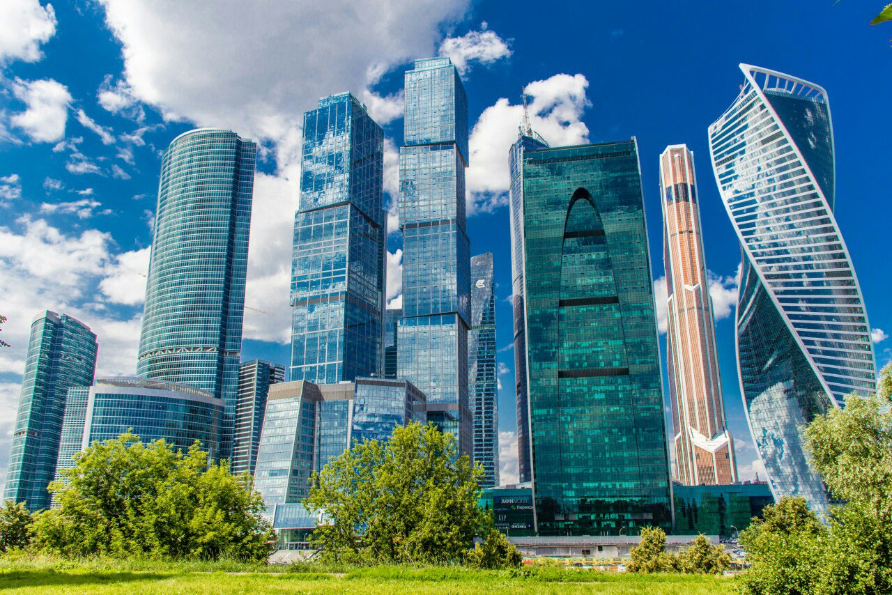 В «Москва-Сити» на крыше паркинга откроется ландшафтный парк с ручьем