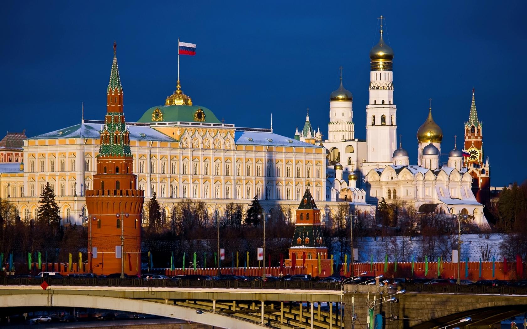 Благоустройство столичных улиц началось у Кремля