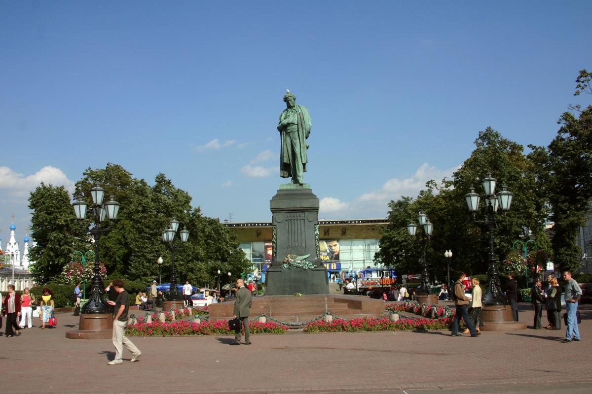 Памятник Пушкину может поменять цвет